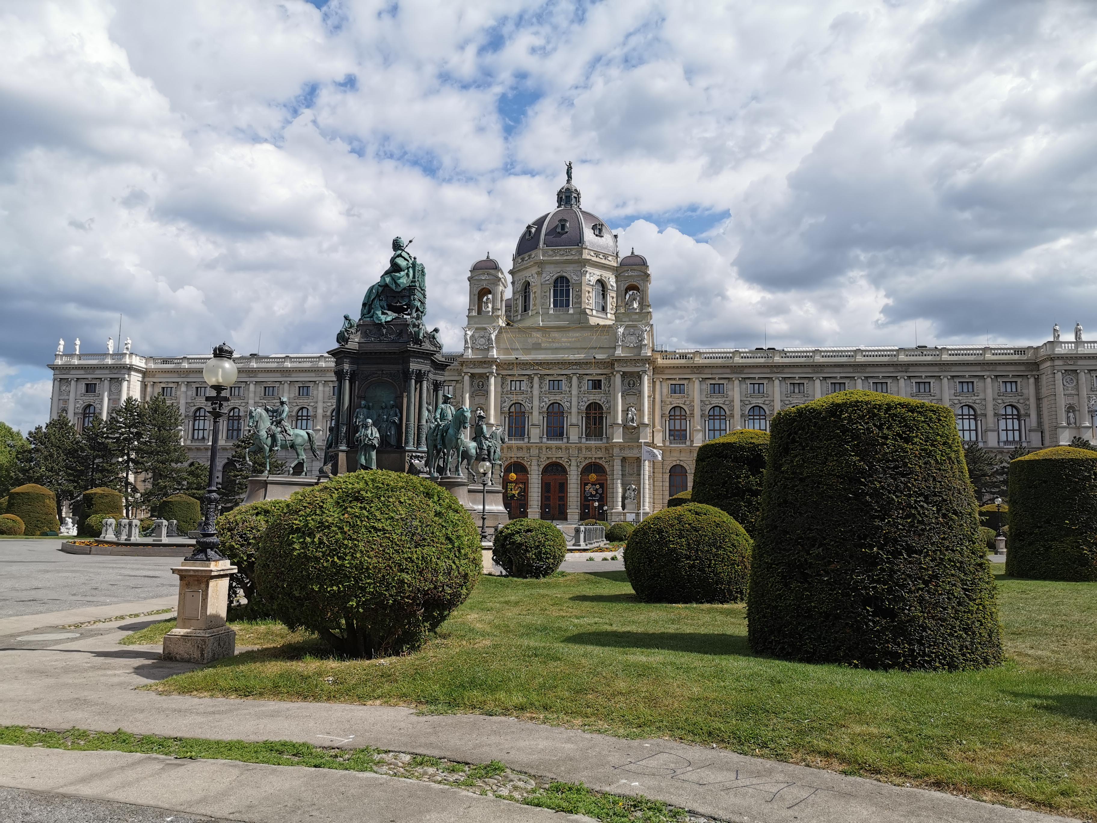 Plac Marii Teresy (matki Józefa II) i gmach Muzeum Historii Sztuki w Wiedniu, którego budowę zlecił Franciszek Józef I, źródło: WikiCommons
