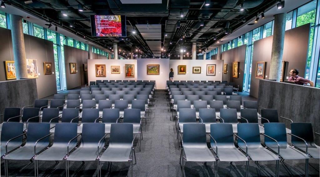 USŁUGI - Wynajem powierzchni  - Galeria 0, ustawienie z krzesłami.jpeg